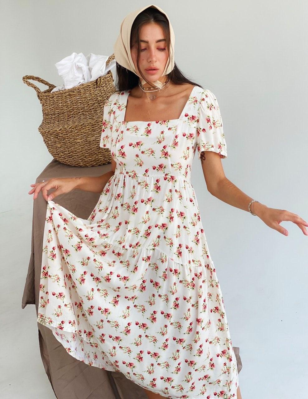 Женское белое платье с цветочным принтом