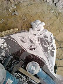 Памятник из гранита Крест и роза 3