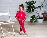 Стильный велюровый спортивный костюм для девочки с кофтой на молнии и брюками на манжете