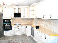 Авторская кухня угловая на заказ белая. Изготовление дизайнерской кухонной мебели в Одессе