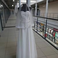 Красивое свадебное платье с ровной длинной фатиновой юбкой и блестящим низом 46размера на корсете цвета айвори