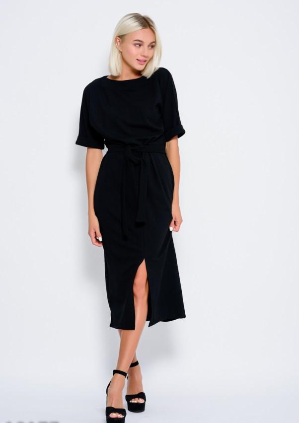 Черное платье с пояском и с цельнокроенными рукавами