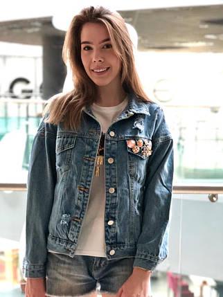Крутая джинсовая куртка карманам и потертостями, фото 2