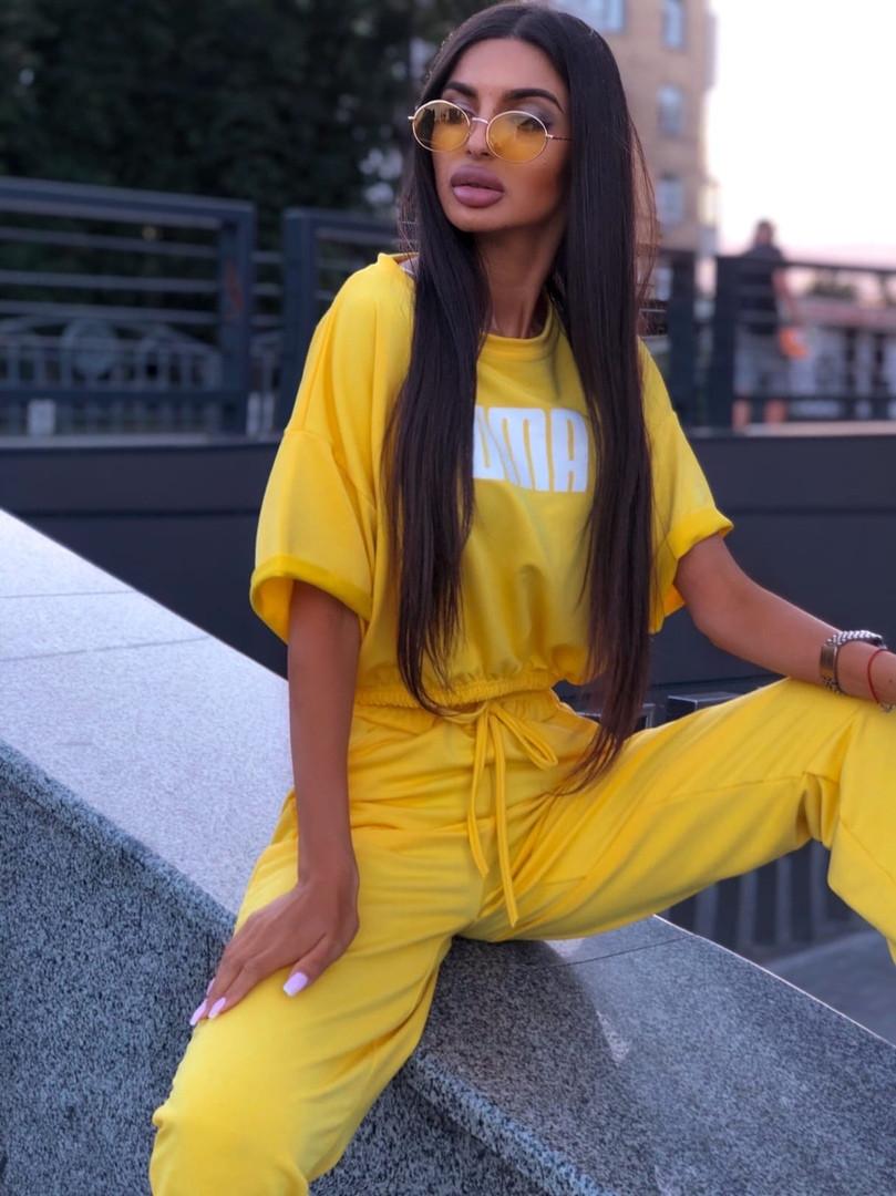 Женский яркий костюм: футболка и джоггеры с принтом,желтого цвета
