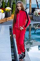 Прогулочный костюм для девочки красный