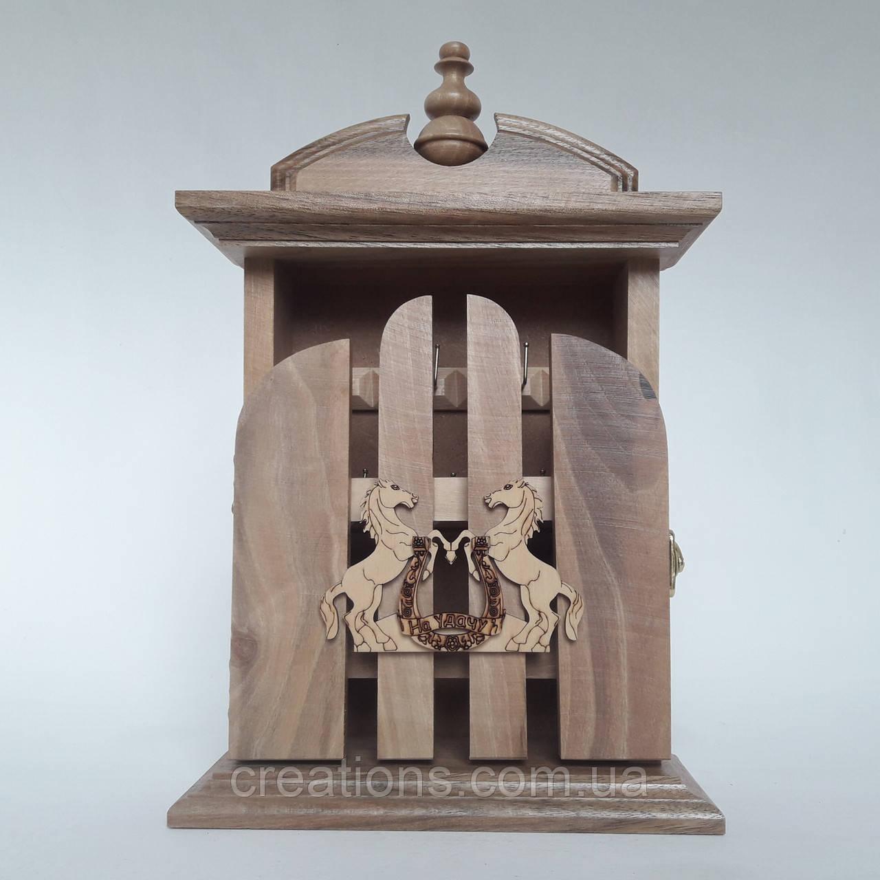 Ключница настенная из дерева 32*21*8, на 6 крючков с настенным крепежем