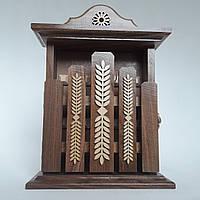 Ключница настенная из дерева ручной работы 31*22*8, на 6 крючков с настенным крепежем