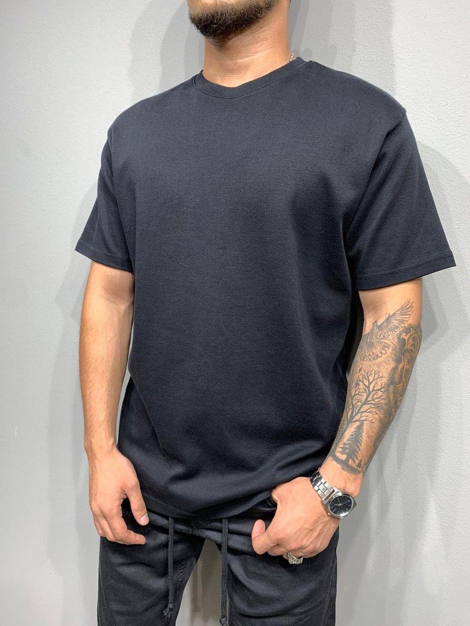 Мужская базовая футболка оversize черного цвета