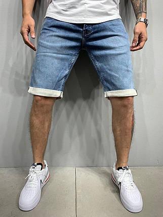 Чоловічі джинсові шорти синього кольору з підворотом, фото 2