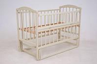 Кроватка для новорожденных ваниль с ящиком маятниковый механизм качания с подшипником Чайка откидной бортик