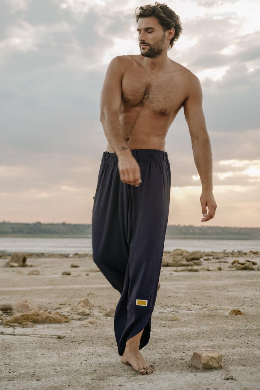 Стильные удобные мужские штаны с мотней  синего цвета.