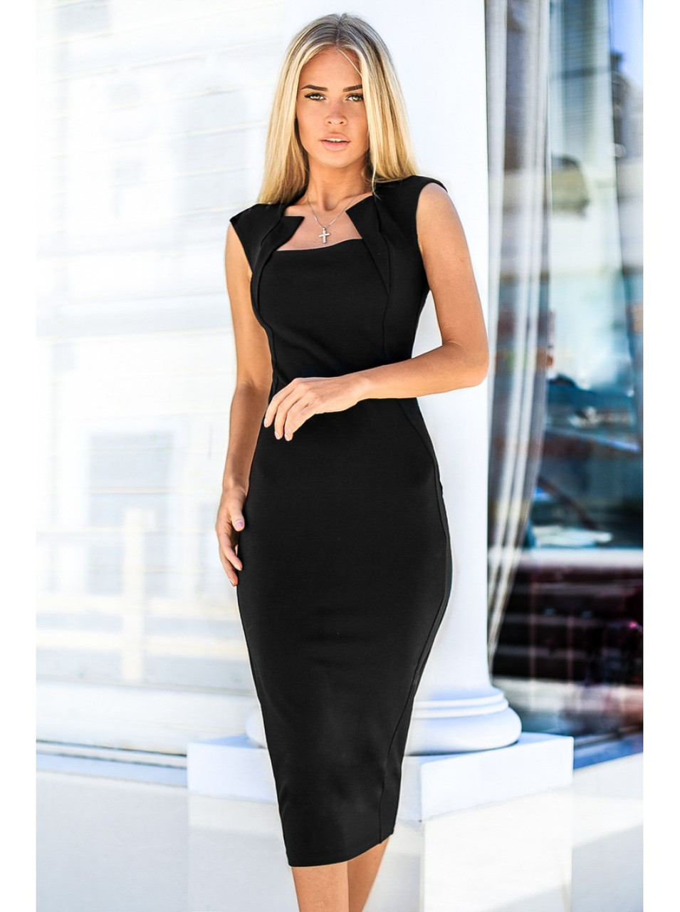 Чорне плаття-футляр. Сезон весна - літо