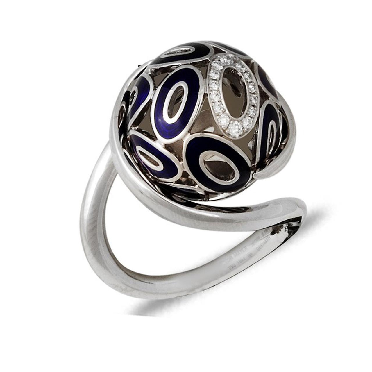 Золотое кольцо с бриллиантами и эмалью, размер 17 (032691)