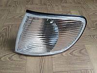 Указатель поворотов левый белый Audi A6 C4 94-98