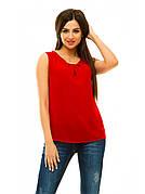 Женская блуза без рукавов в красном цвете.