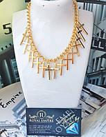 """Ожерелье """"Крест"""" модное и красивое с цепочкой золотистого цвета."""