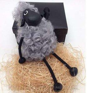 Меховой брелок на сумку в виде Овечки серый (мех ламы)