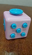 Кубик антистресс с кнопками.розовый с голубыми кнопками