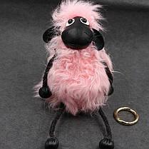 Меховой брелок на сумку в виде Овечки розовый (мех ламы)