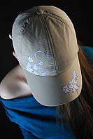 Бежевая теплая женская кепка