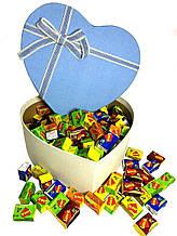 Жевательная жвачка Love is ассорти в подарочной упаковке 200 шт голубая коробочка