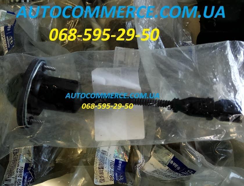 Фонарь освещения номерного знака Hyundai HD65, HD72, HD78 Хюндай hd (925605H000)