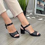 Кожаные женские босоножки на устойчивом каблуке, цвет черный., фото 5