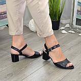 Кожаные женские босоножки на устойчивом каблуке, цвет черный., фото 3