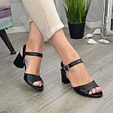 Кожаные женские босоножки на устойчивом каблуке, цвет черный., фото 4