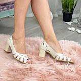 Босоножки женские кожаные бежевые на невысоком устойчивом каблуке, фото 3