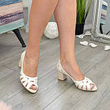 Босоножки женские кожаные бежевые на невысоком устойчивом каблуке, фото 5