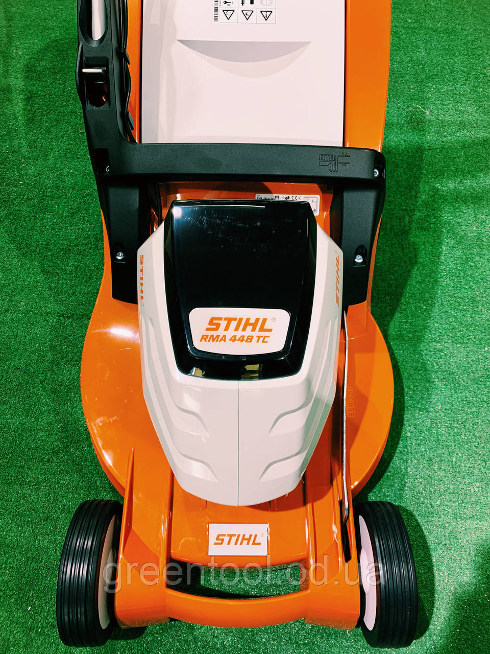 Аккумуляторная газонокосилка STIHL RMA 448TC Комплект