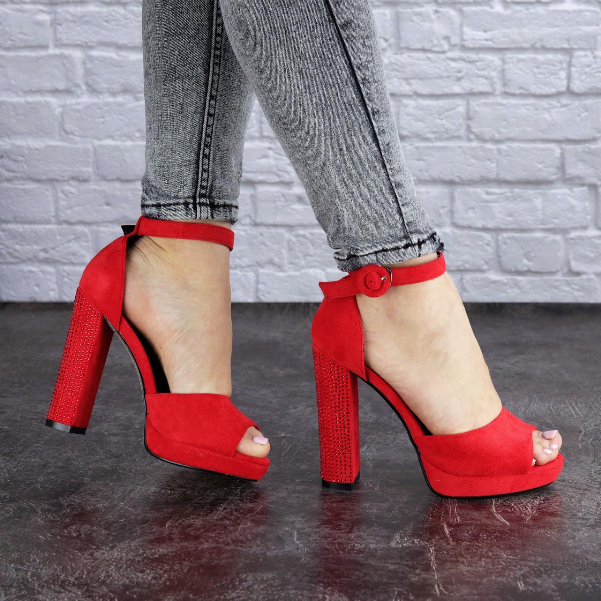 Женские красные босоножки на каблуке Danny 1748