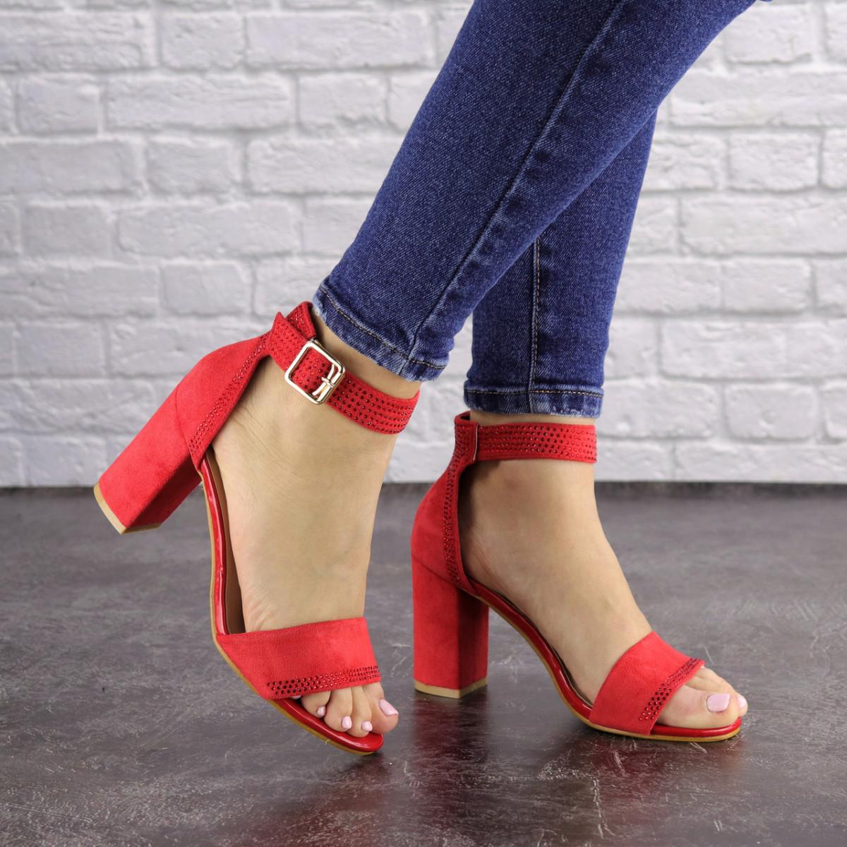 Женские красные босоножки на каблуке Moby 1559