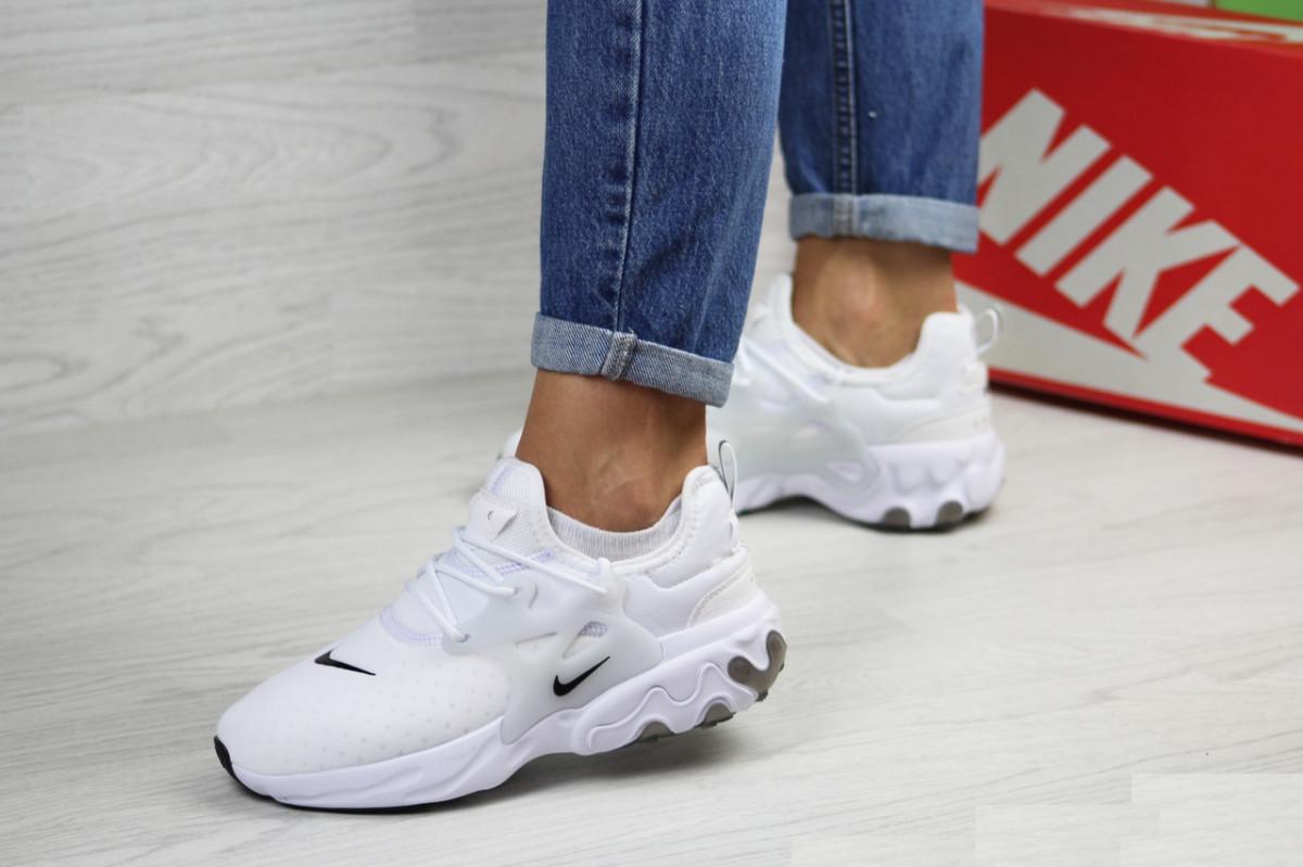 Женские кроссовки белые Presto React 7970