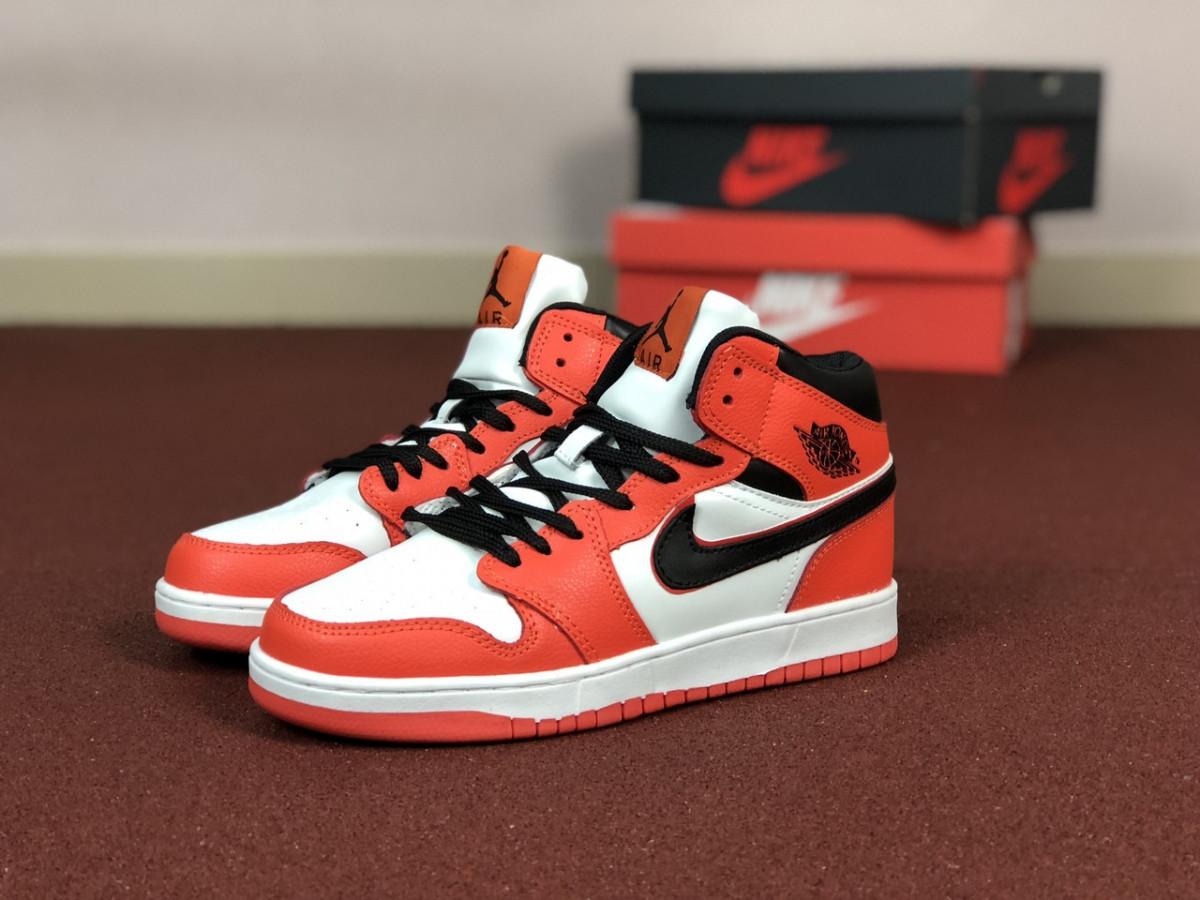 Женские кроссовки оранжевые с белым Air Jordan 1 Retro 8584