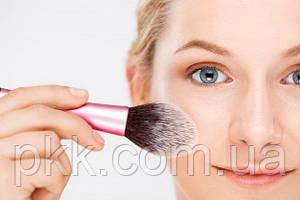 Из чего состоит макияж лица и что точно должно быть на полках косметического магазина?