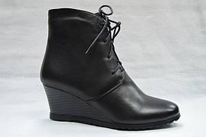 Черные кожаные ботиночки  Еrisses на танкетке  со  шнурками и молнией. Маленькие размеры.