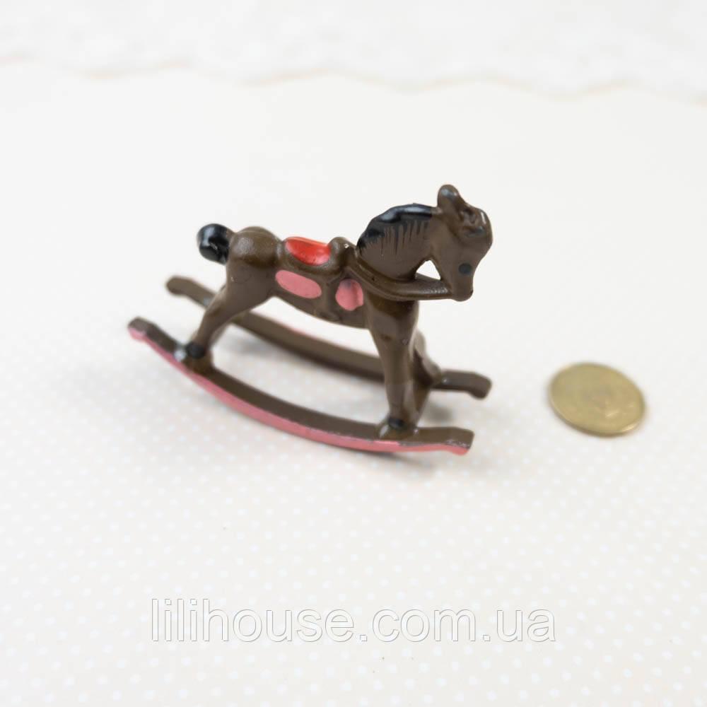 """1:12 Миниатюра  """"Лошадка-качалка коричневая"""", 5.7*4.5 см"""