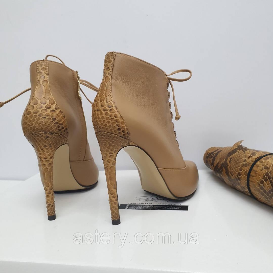 Женские бежевые кожаные ботильоны на шнуровке