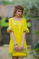 Желтое платье с украинским орнаментом