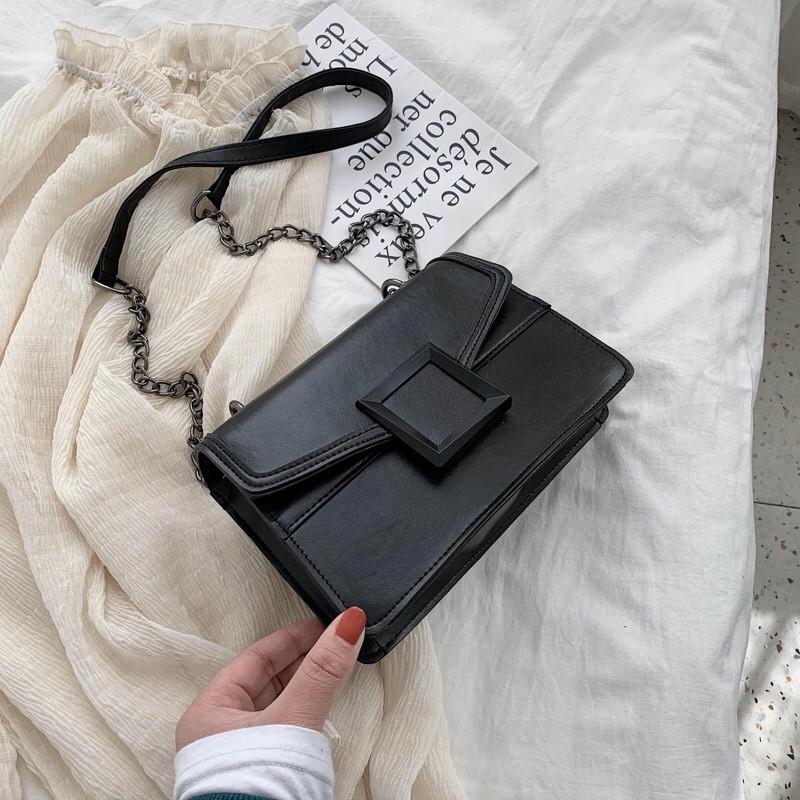 Женская классическая сумочка кроссбоди на цепочке ремешке черная