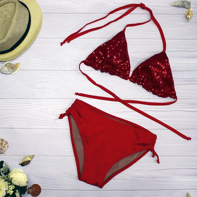Красивый женский купальник красный с пайетками