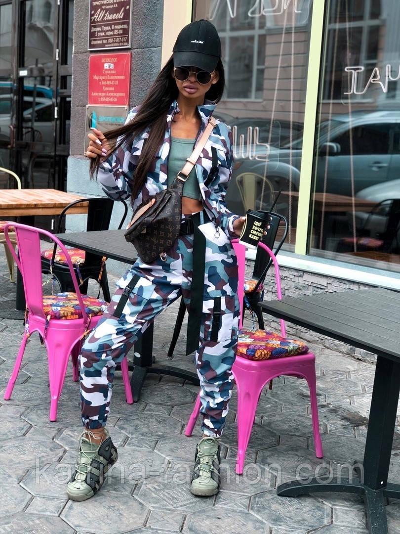 Женский прогулочный костюм камуфляжный: бомбер на молнии и брюки-карго (2 цвета)