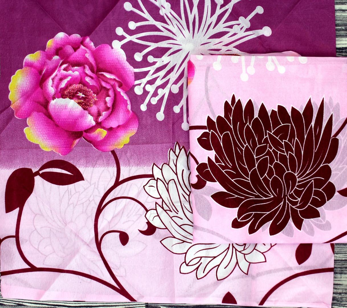 Красивое светлое постельное белье с цветами