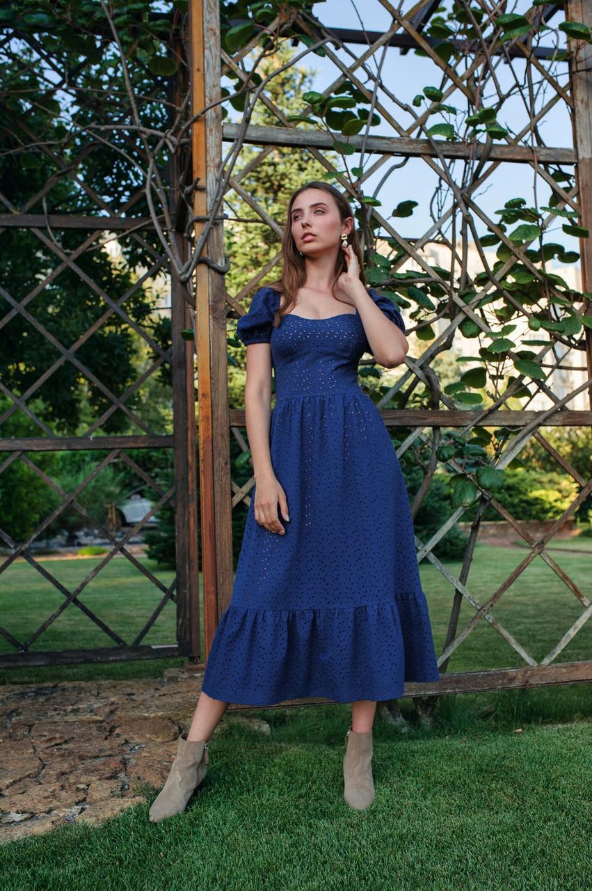 Летнее женское платье длиной миди