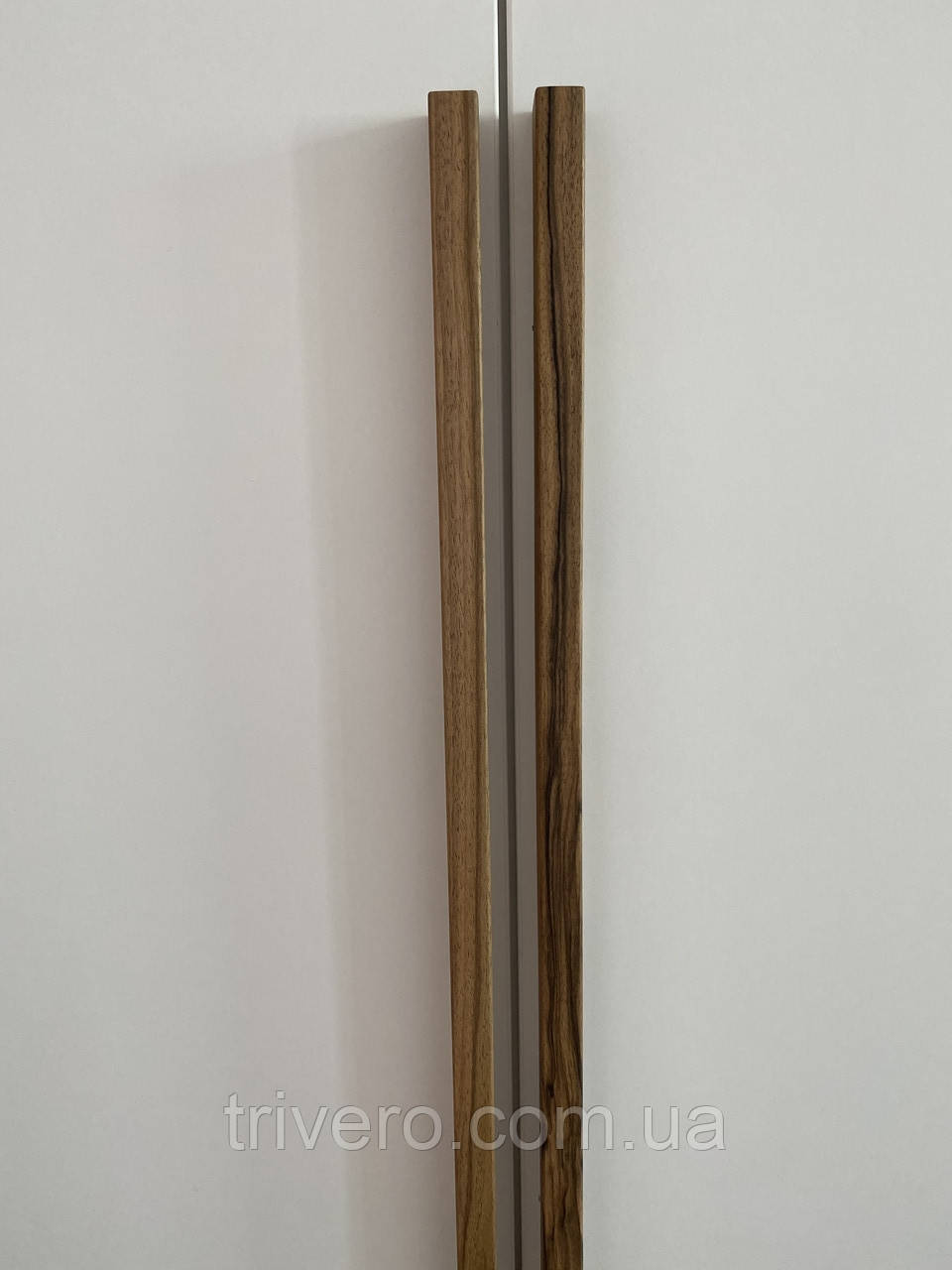 Длинная дизайнерская мебельная ручка планка деревянная орех