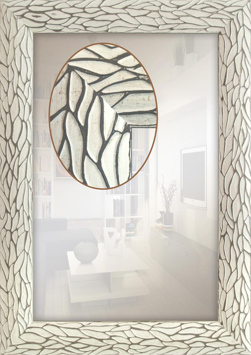 Зеркало в раме для ванной
