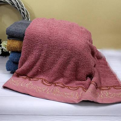 Банное махровое полотенце с красивой вышивкой