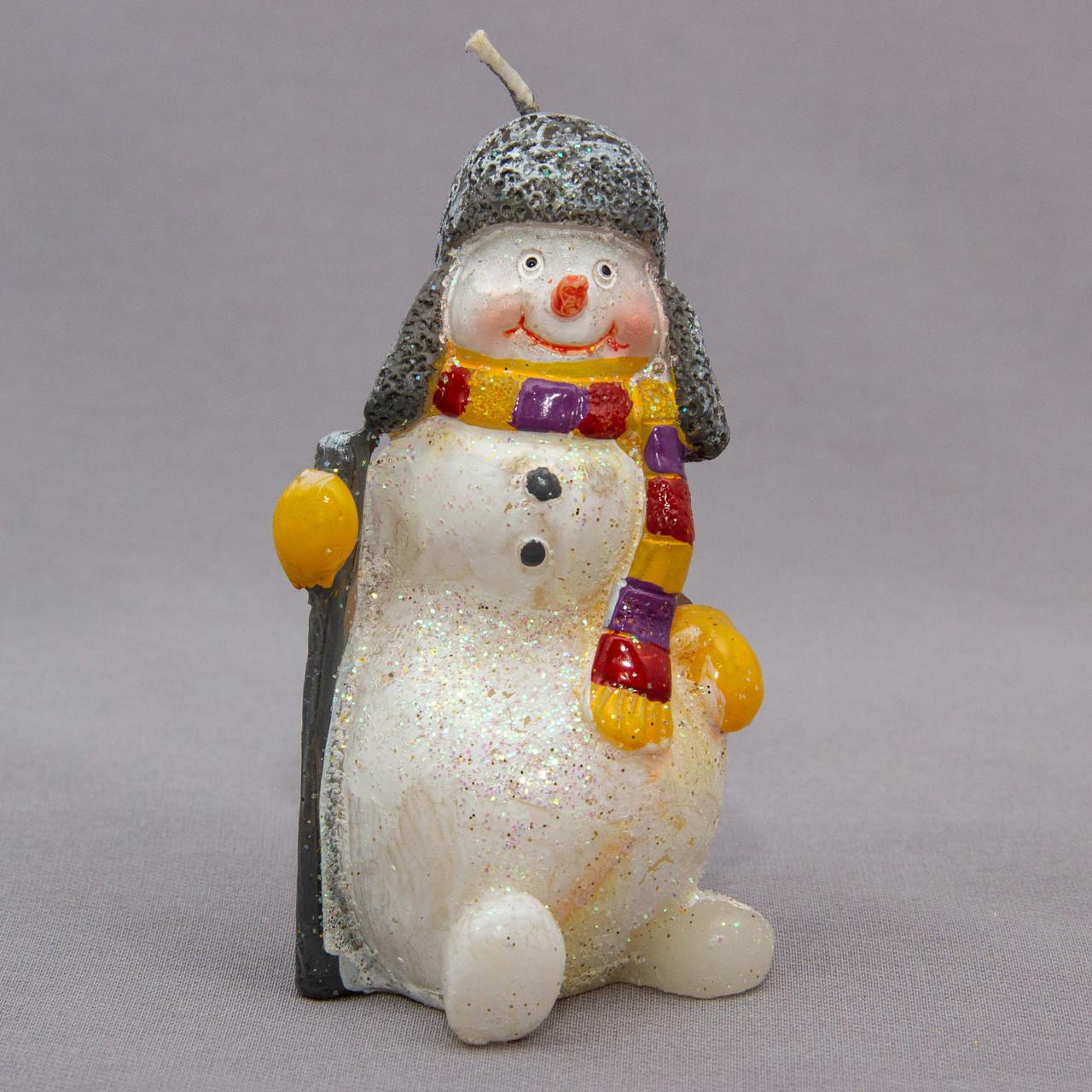Свічка - Сніговик з посохом, 5,5*5,5*10 см, білий з сірим, віск (791880-1)